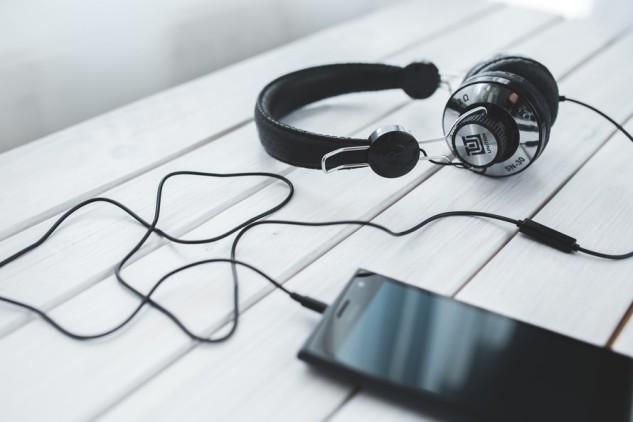 smartphone-vintage-technology-music-large