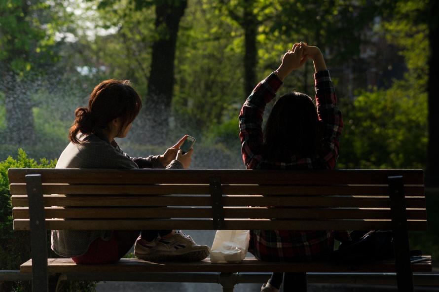 bench-people-smartphone-sun-large