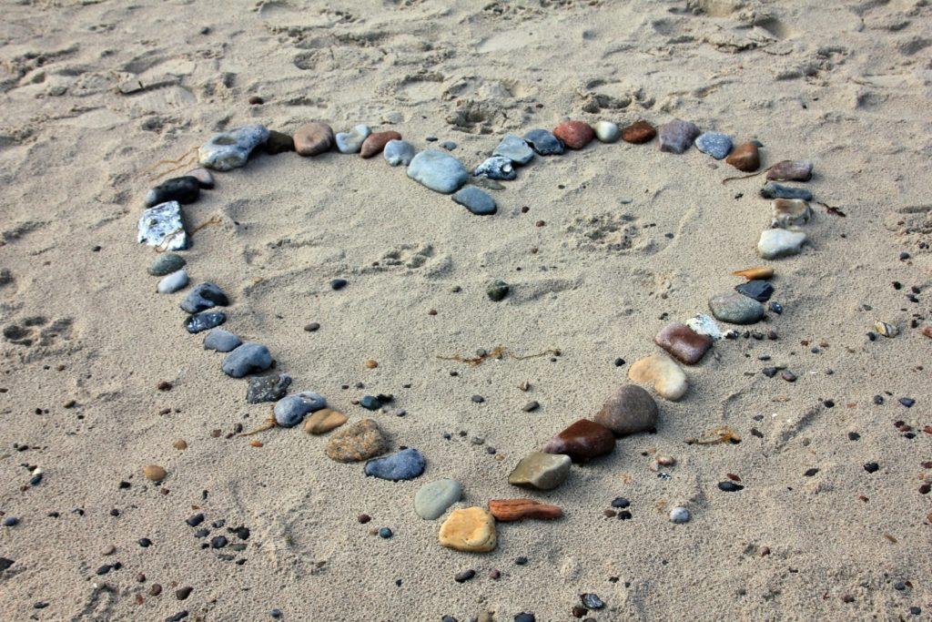 pebbles-in-heartshape-on-sand