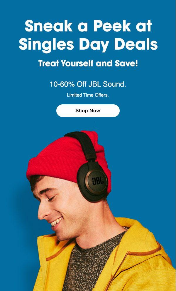 рассылка по случаю дня одиноких с изображением молодого парня в красной шапке и наушниках