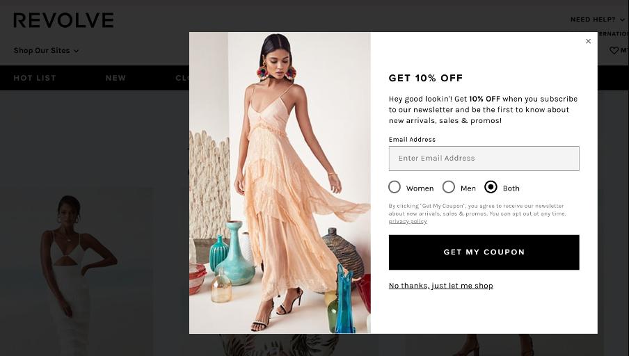 простое поп ап окно от Revolve с фотографией девушки в длинном платье нежно розового цвета, общещающее 10 процентную скидку