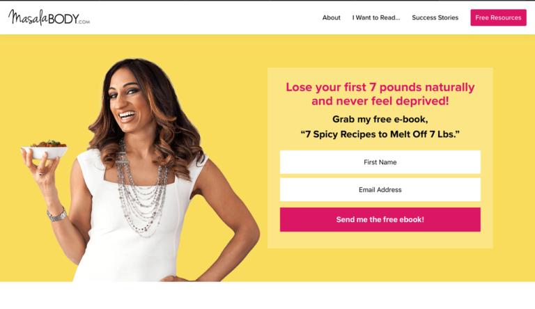 Улыбающаяся женщина в белом плане на желтом фоне посадочной страницы, целью которой является получение новых контактов