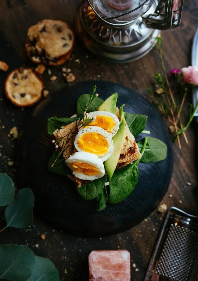 Блюдо с яйцом