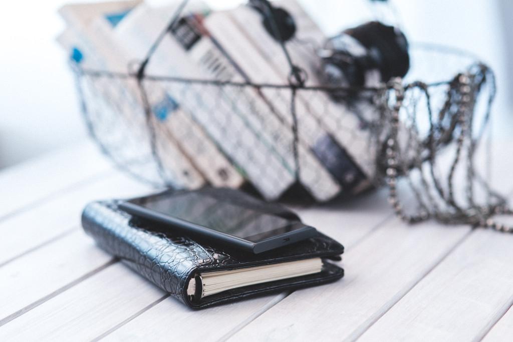 smartphone-notebook-technology-calendar-1024x683