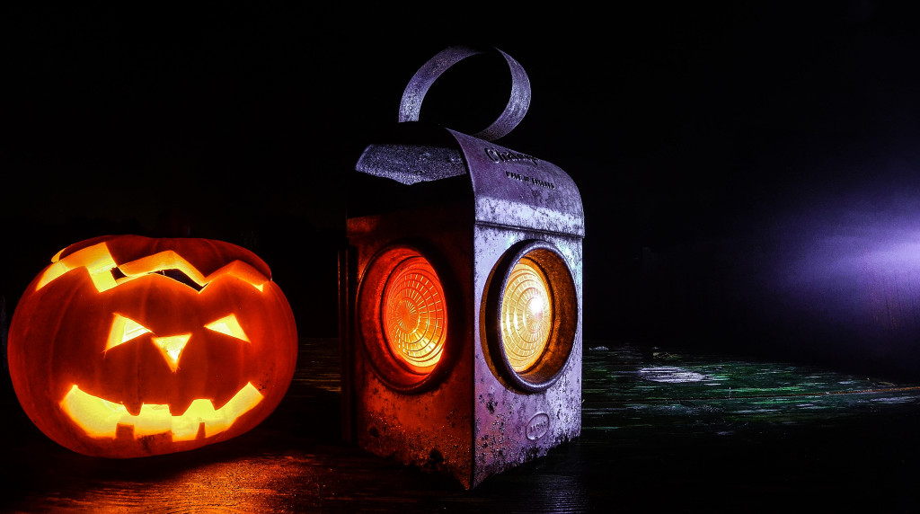 lamp-halloween-lantern-pumpkin-1024x572