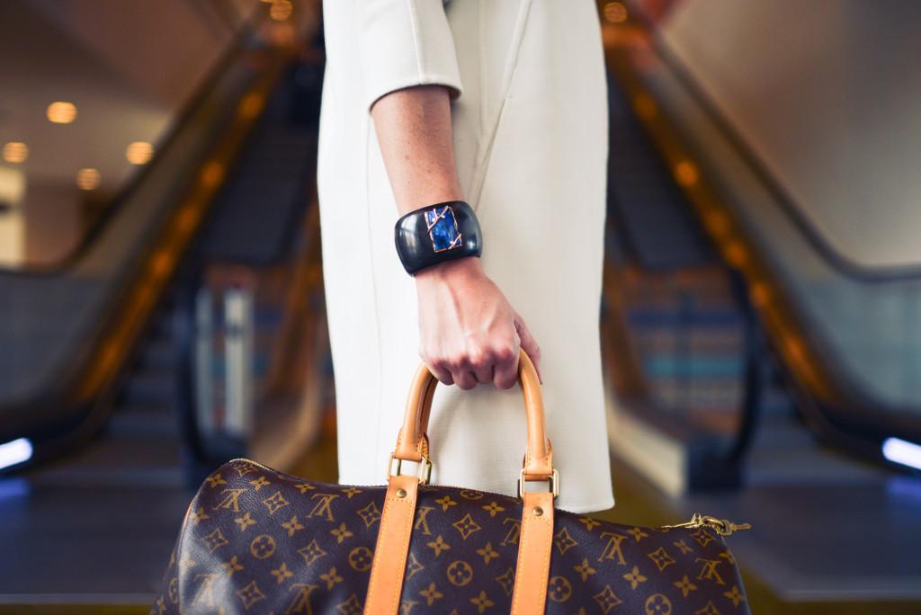 fashion-woman-cute-airport-1024x684