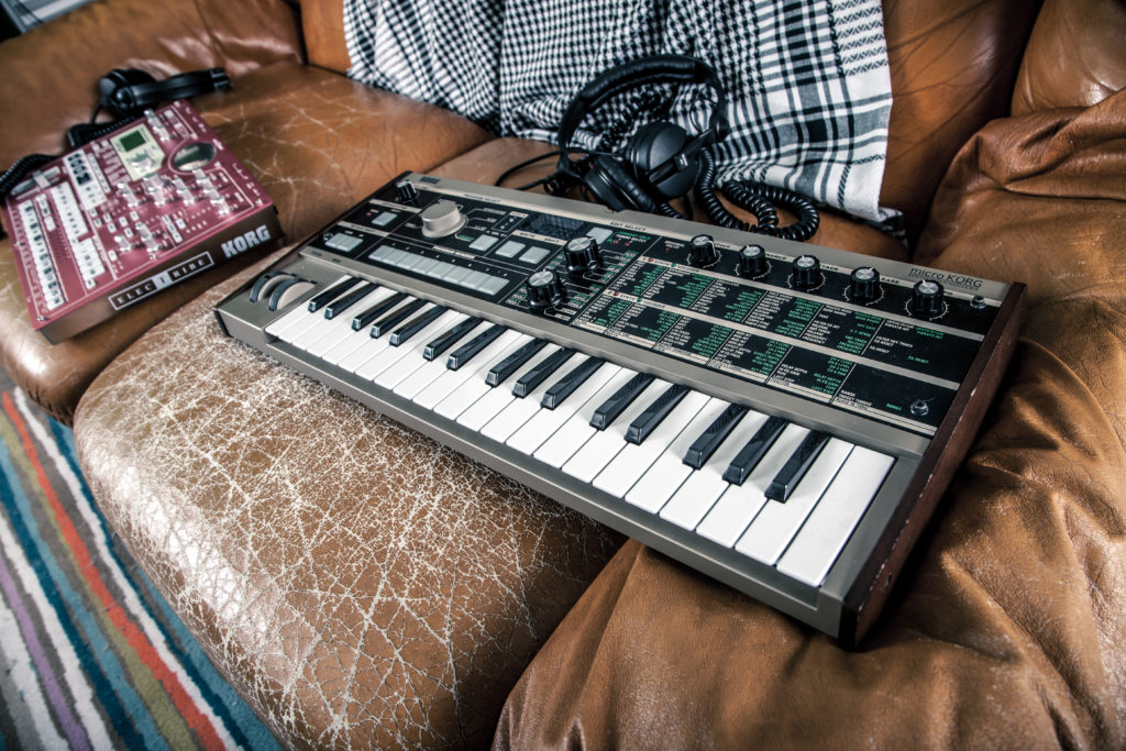 technology-music-keyboard-headphone