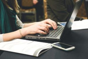 4-powody-dla-ktorych-Twoja-firma-potrzebuje-CRM