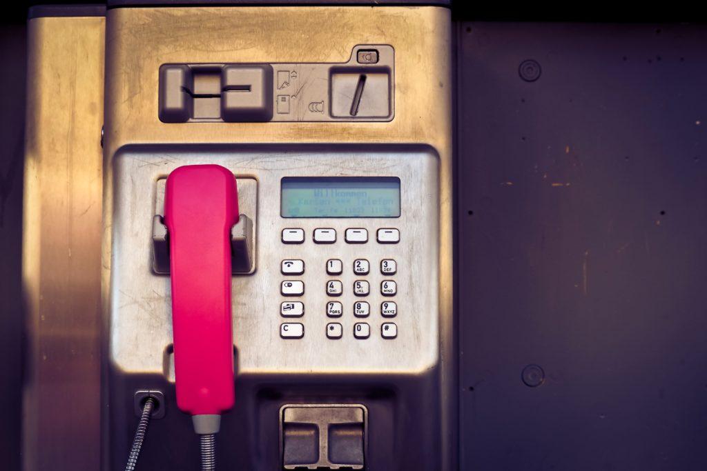 telefon-czerwona-sluchawka