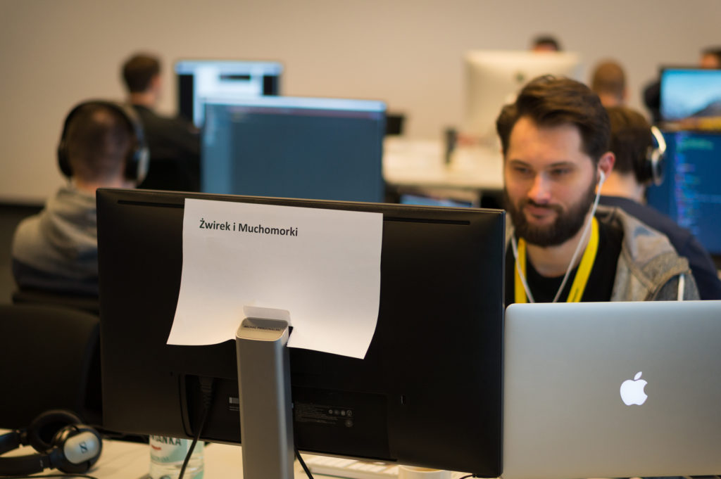 uczestnik-przy-komputerze