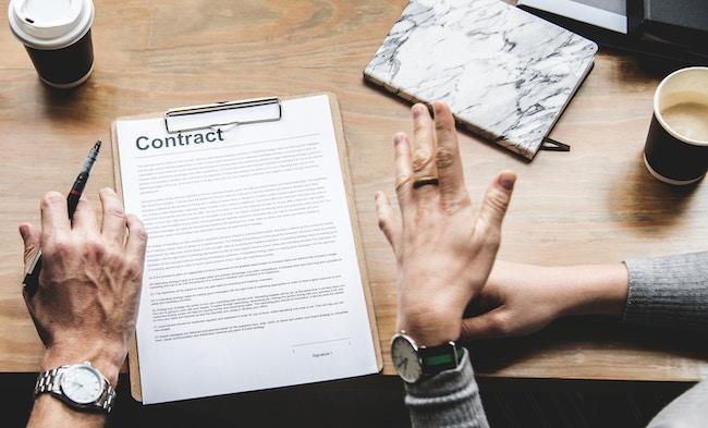Podpisywanie kontraktu