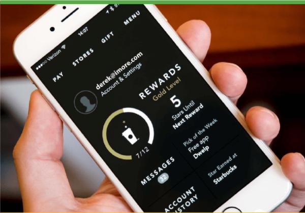 Программы лояльности для клиентов - примеры от Starbucks с использованием мобильного телефона
