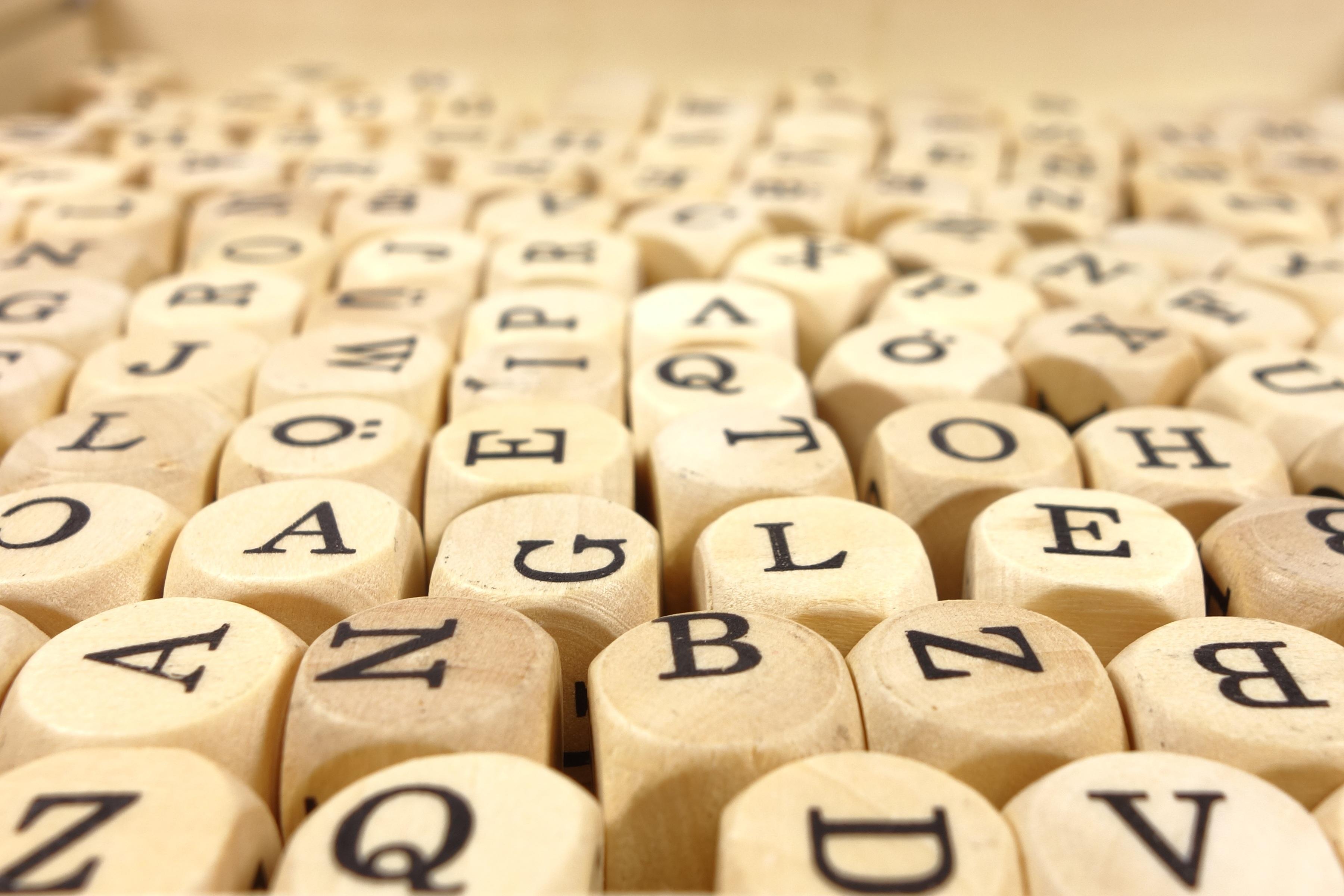 Деревянные кубики с буквами для составления слов