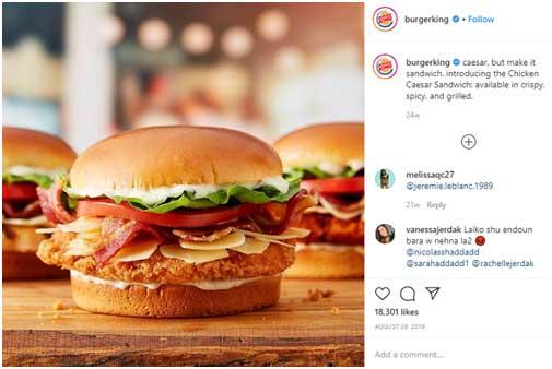 Пост в соц.сетях с тремя гамбургерами на столе