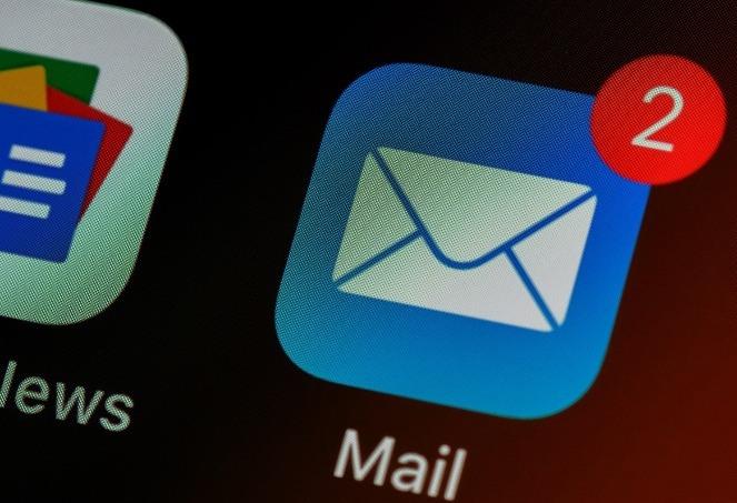 """Ob eine E-Mail """"unbeschadet"""" beim Empfänger ankommt oder gleich im Spam-Ordner landet, hängt von einer Vielzahl von Faktoren ab."""