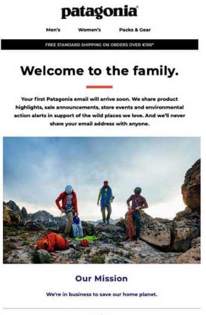силуэты трех альпинистов на скале
