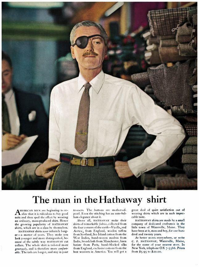 мужчина с повязкой на глазу в белой рубашке